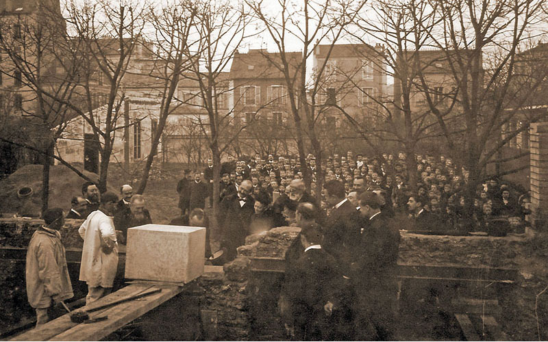 Pose de la première pierre le 26 juillet 1901