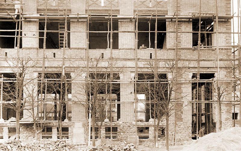 Construction, mars 1902