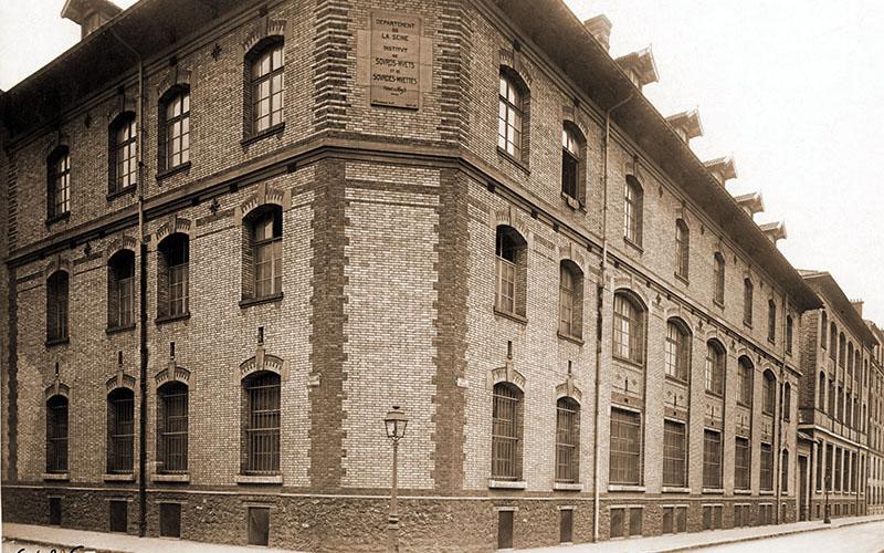 Angle de la rue du Bac et la rue Paul Déroulède en 1933