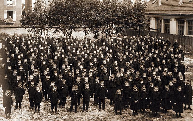 Les uniformes garçons et filles en 1899