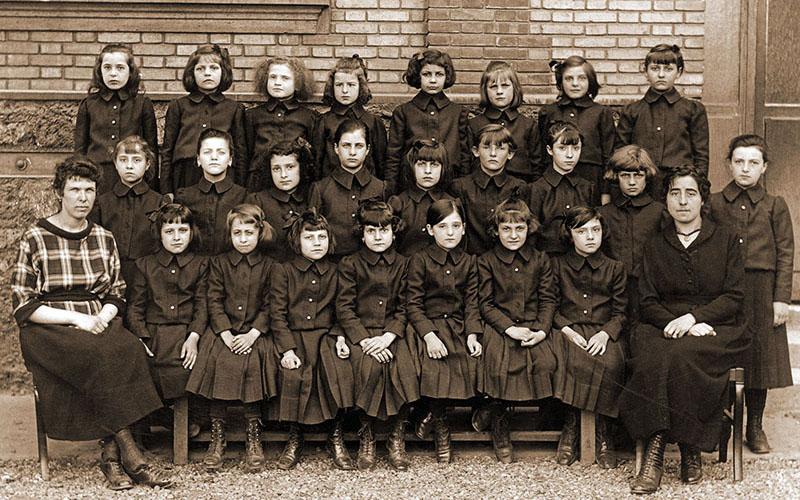 Les uniformes filles en 1920