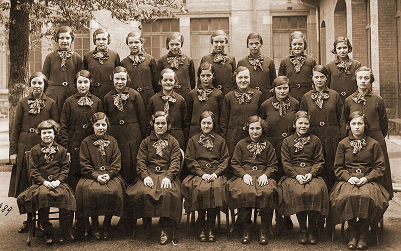 Les uniformes filles en 1935