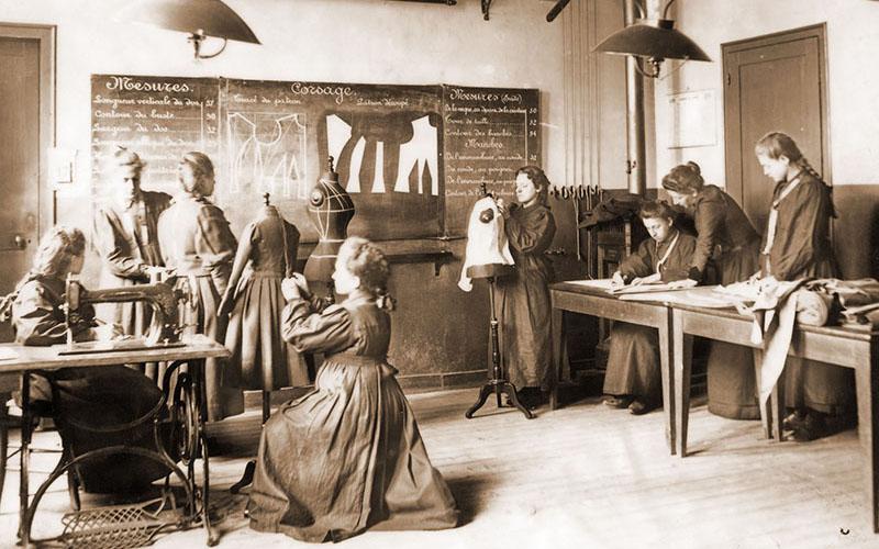 Assemblage de robes en 1899