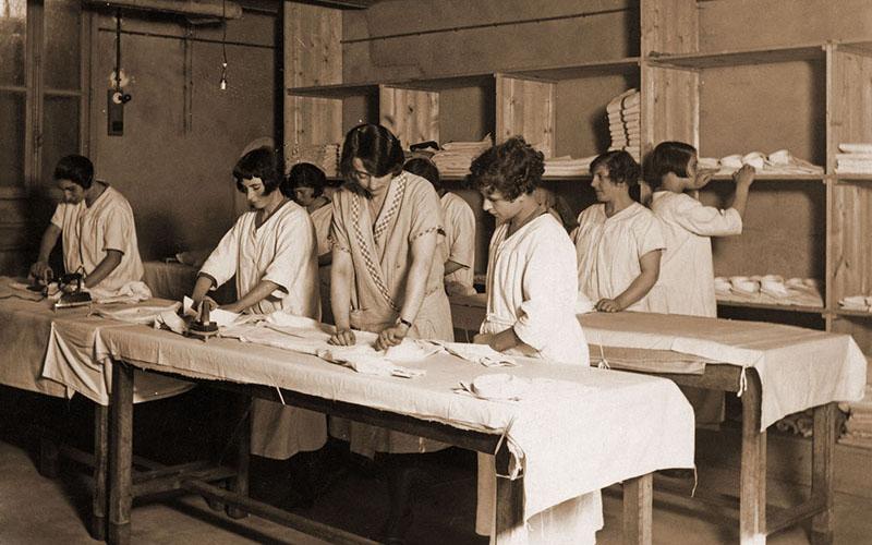 Atelier de repassage en 1924